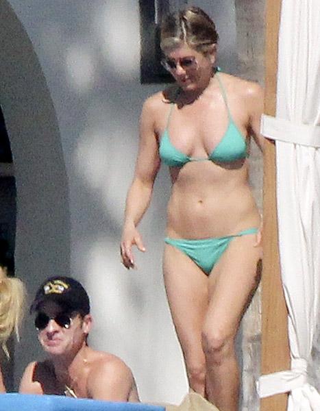 How to win Jennifer Aniston's eternal friendship: be her plank buddy!