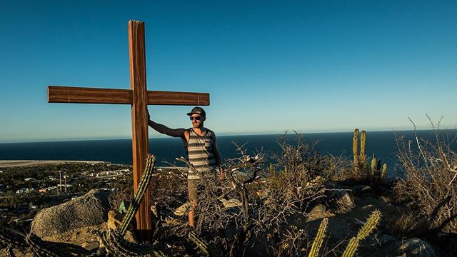 Seems that every hike in these parts ends at a cross ✝️ #losbarriles  #visitmexico  #visitbajasur  #baja #mexico