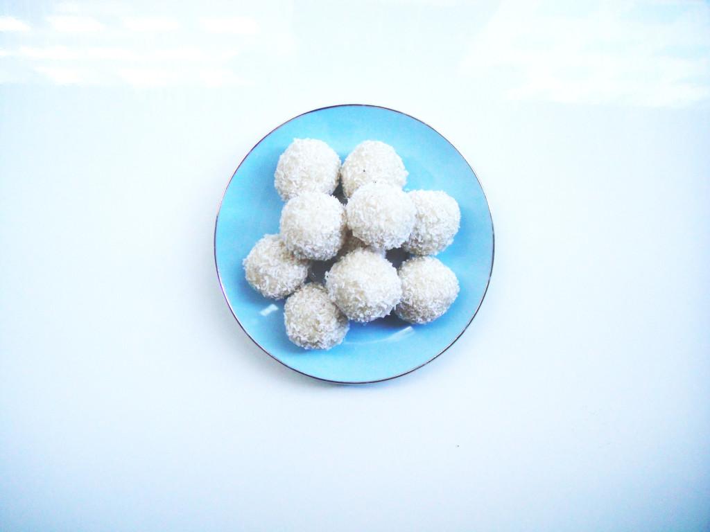 macadamia-coconut-balls-edited-1024x768.jpg