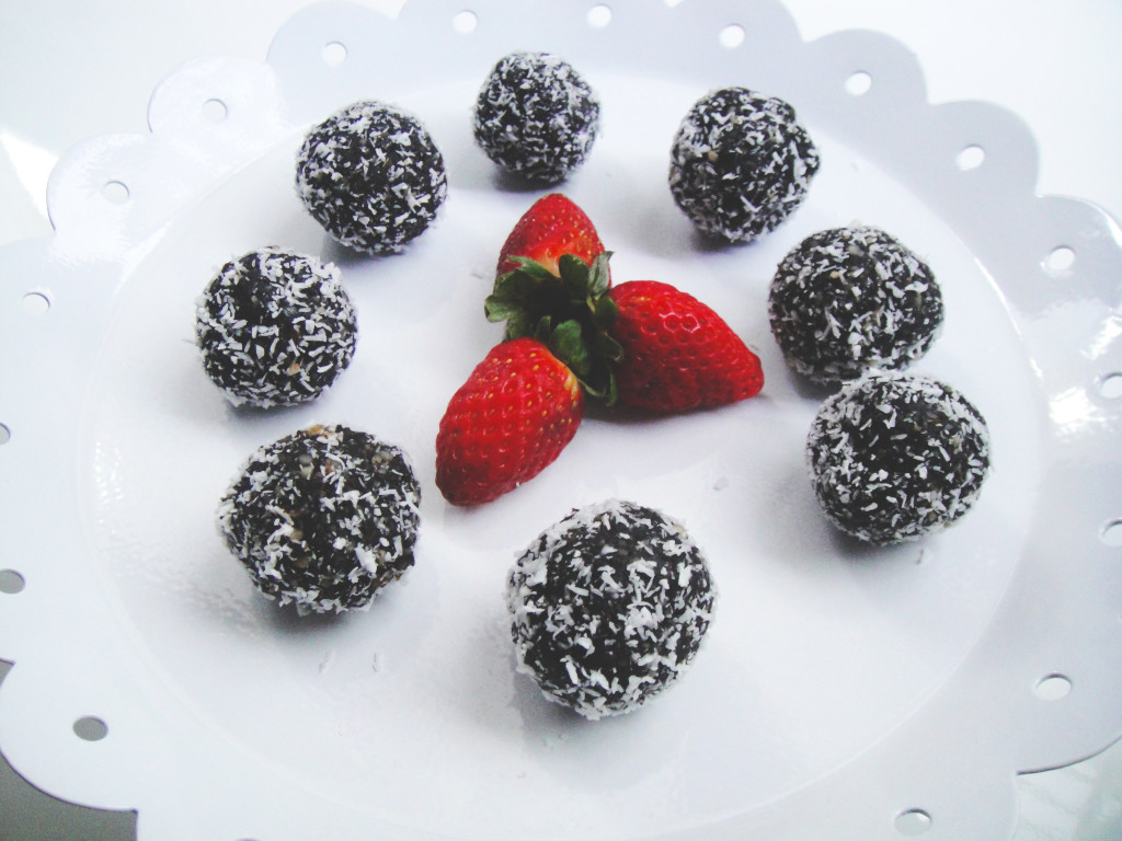 strawberry-flvaoured-raw-chocolate-balls-edited-2-1024x768.jpg