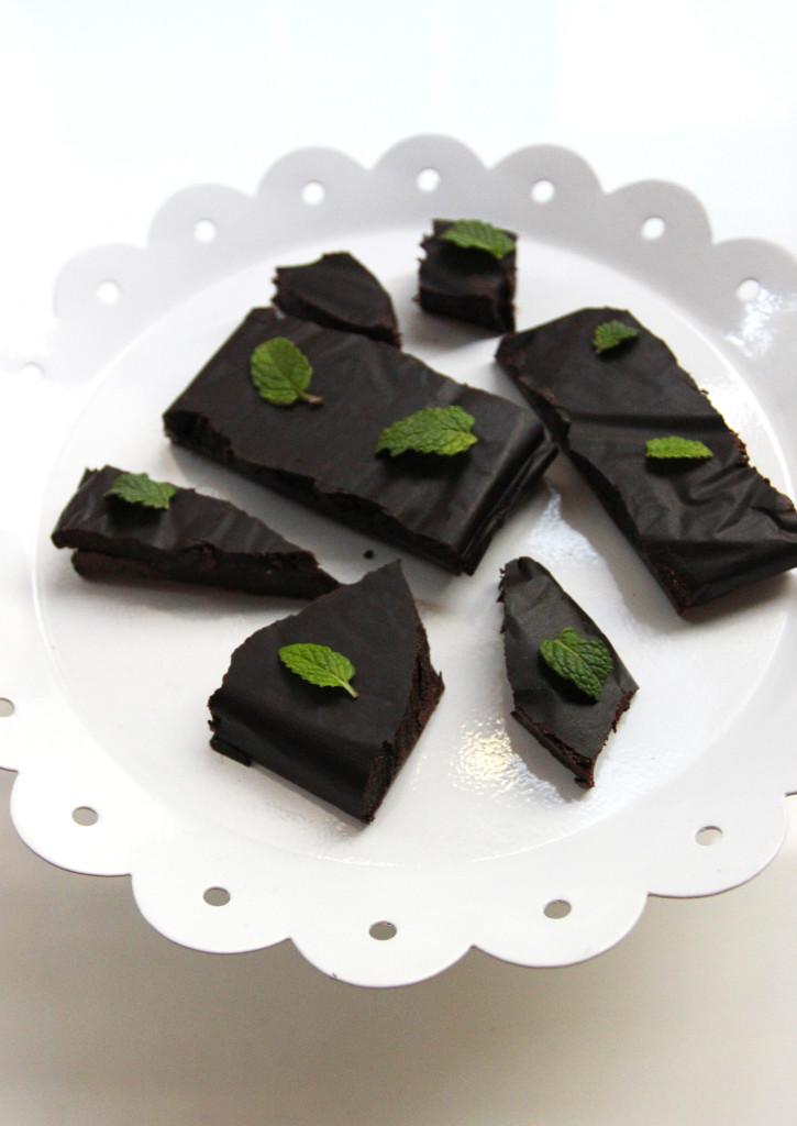 raw-+-vegan-mint-dark-chocolate-edited-2-725x1024.jpg