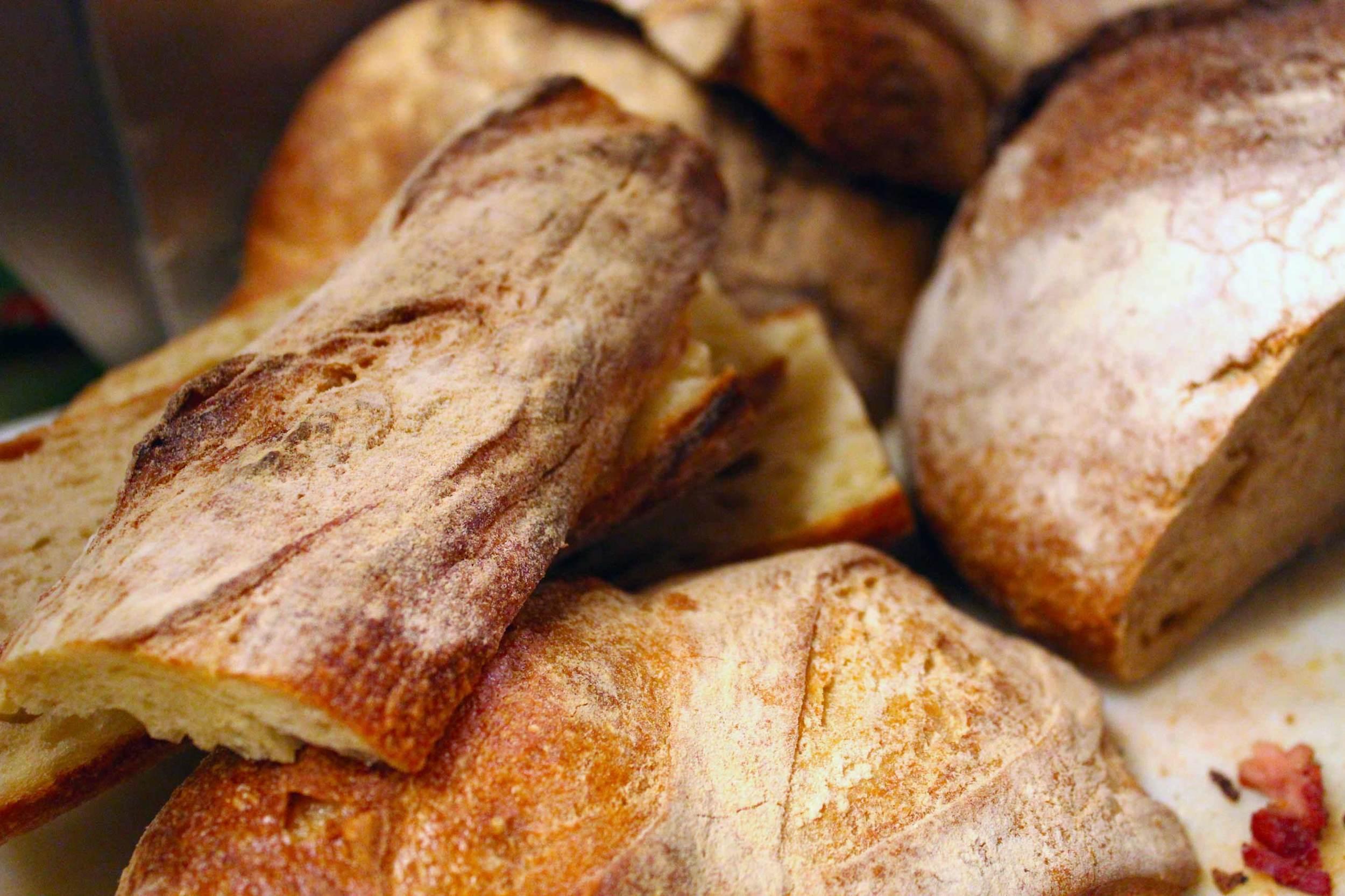 IMG_7089_Mtuccis_Fresh_Baked_Bread.jpg