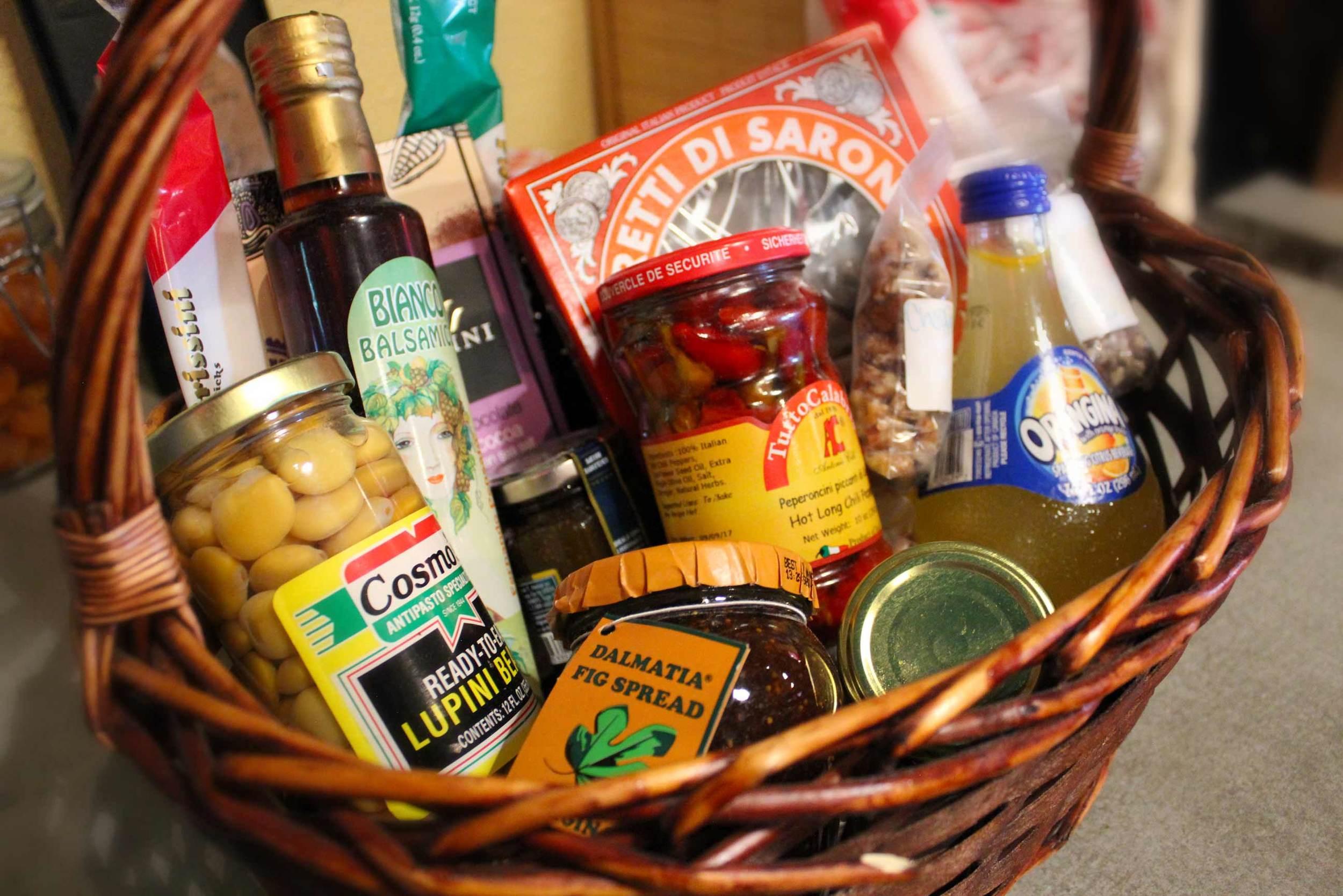 IMG_7096_Mtuccis_Gift_Basket.jpg