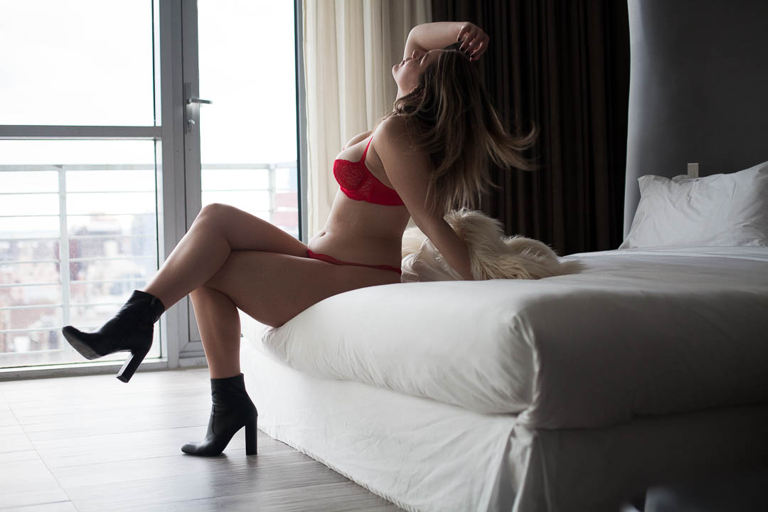 Brooklyn_Boudoir_Fur_Coat_red_Bra_photo.jpg