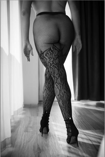 Statement-fishnet-tights-brooklyn-boudoir