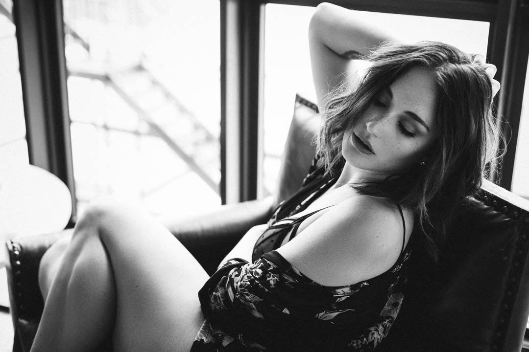 Woman-in-kimono-brooklyn-boudoir-photographer