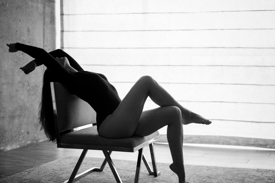Brooklyn-Boudoir-portrait-black-and-white-woman-in-chair