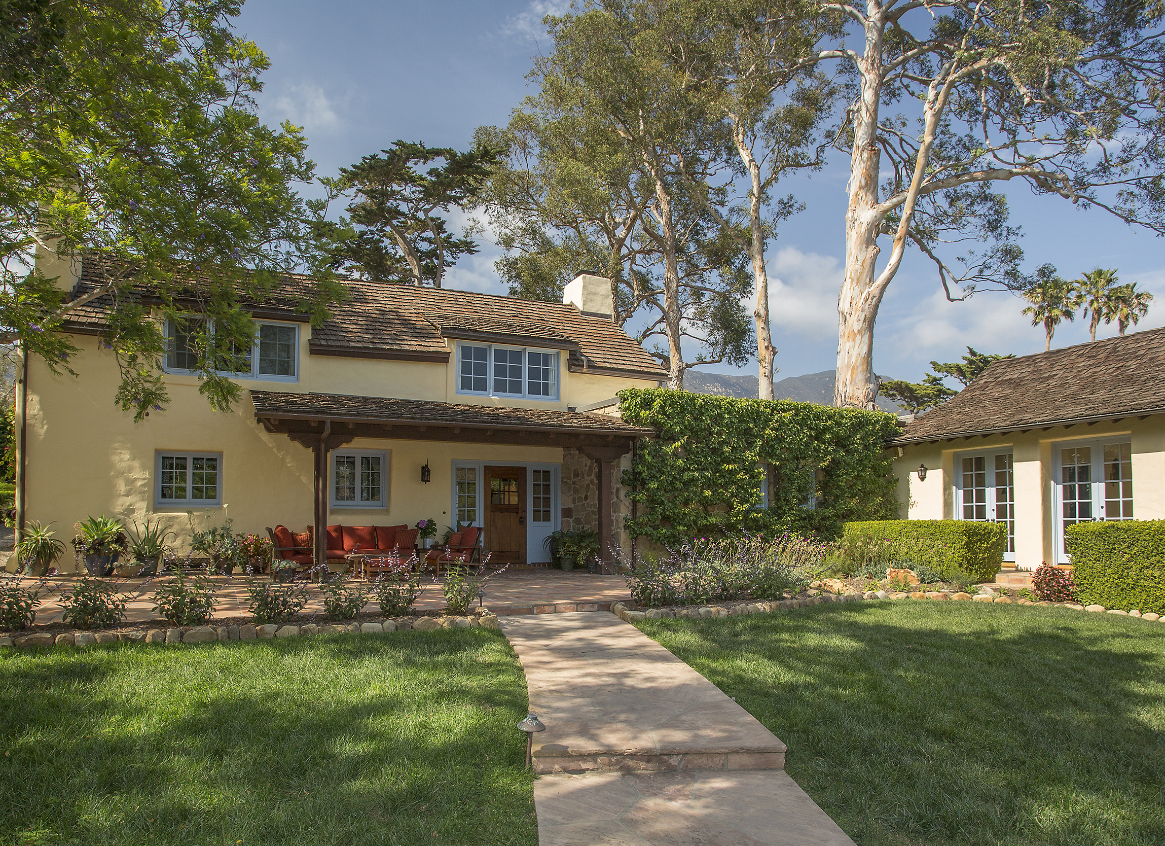 1420 EAST VALLEY ROAD OFFERED AT: $5,450,000