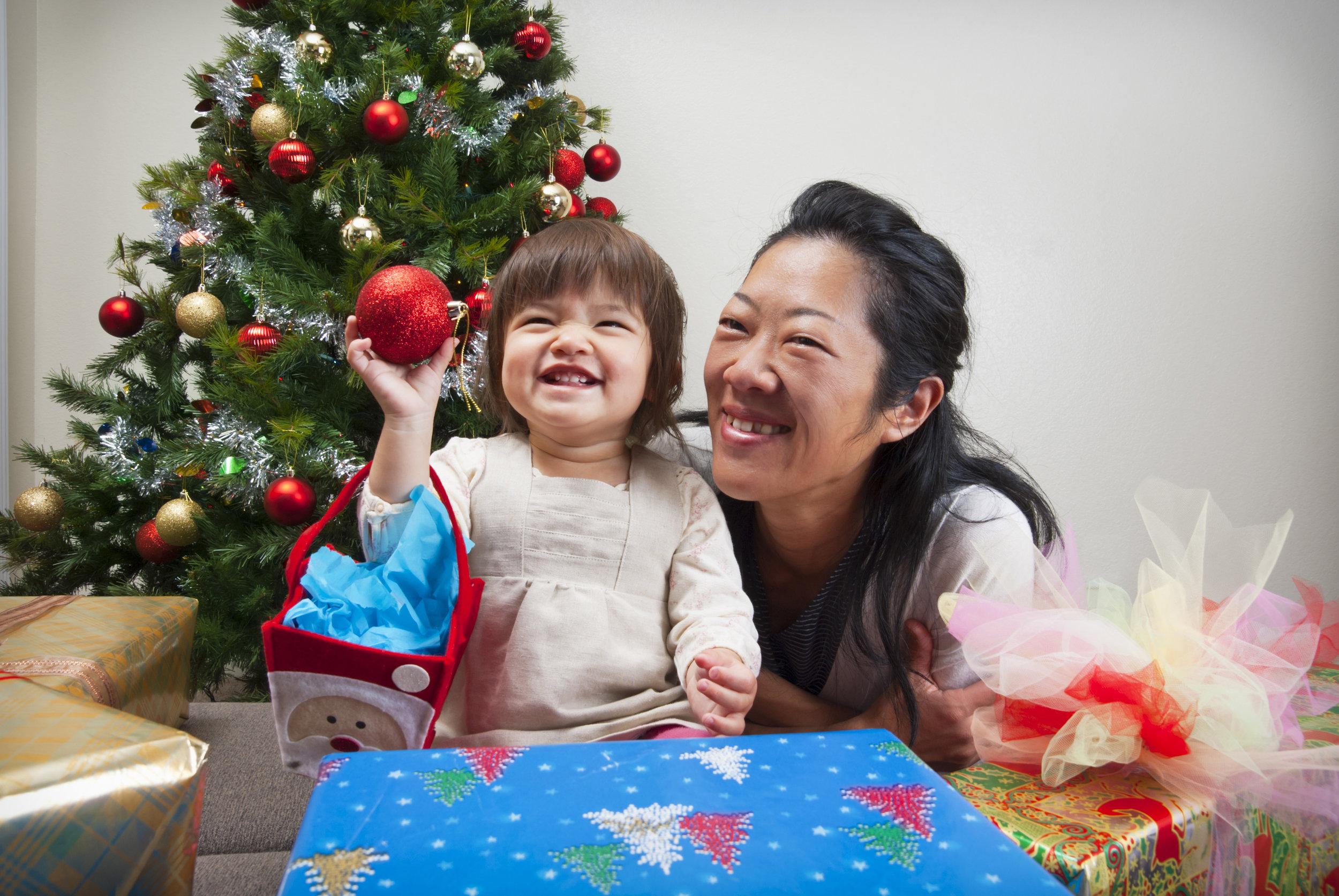 christmas-tree-gift_18532904_LARGE.jpg