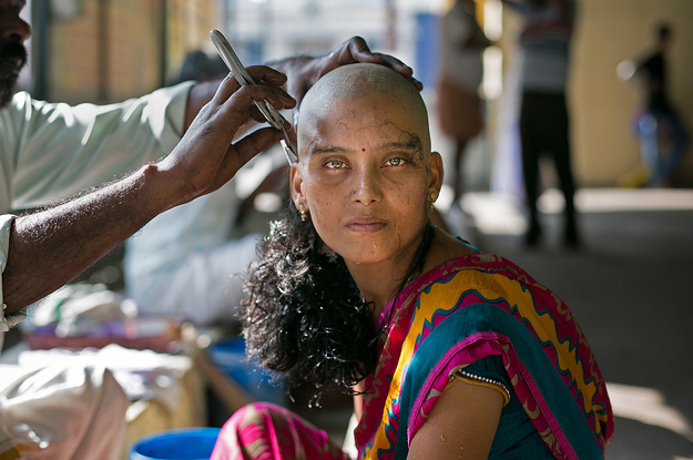 these-striking-images-show-indian-women-shaving-t-2-14241-1480493130-0_dblbig.jpg
