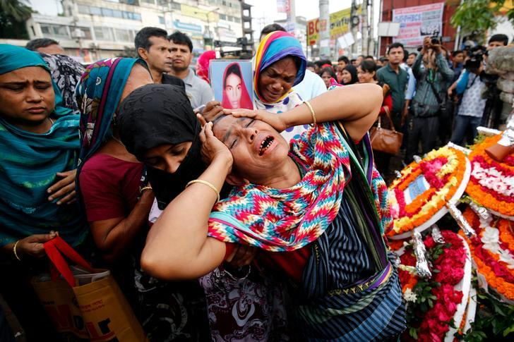 PHOTO: Relatives of victims killed in Rana Plaza building collapse in 2013, mourn at the site during the fourth anniversary of the collapse in Savar, on the outskirt of Dhaka, Bangladesh, April 24, 2017. © 2017 Reuters / Mohammad Ponir Hossain
