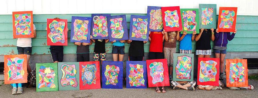 学生创造的抽象绘画
