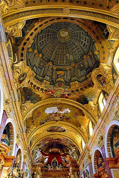 教堂天花板上的变形透视画,作者Andrea Pozzo。(照片由Alberto Fernandez通过维基共享提供)