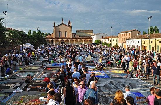 Madonnari competition in Grazie di Curtatone, Italy  (Photo by Luca Volpi via Wikimedia Commons )
