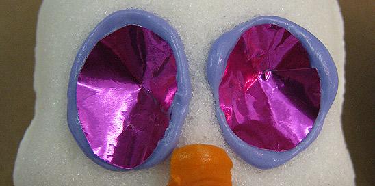 彩色箔创造糖骷髅眼