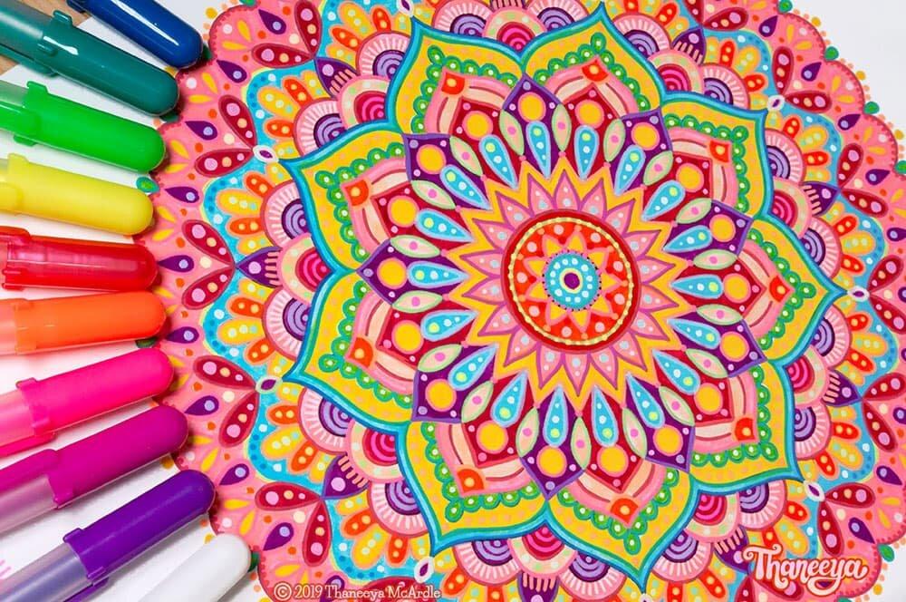 Thaneeya Mcardle的五颜六色的详细曼陀罗艺术 -  必威西蒙体育 欧盟体育10个可打印的曼荼罗颜色