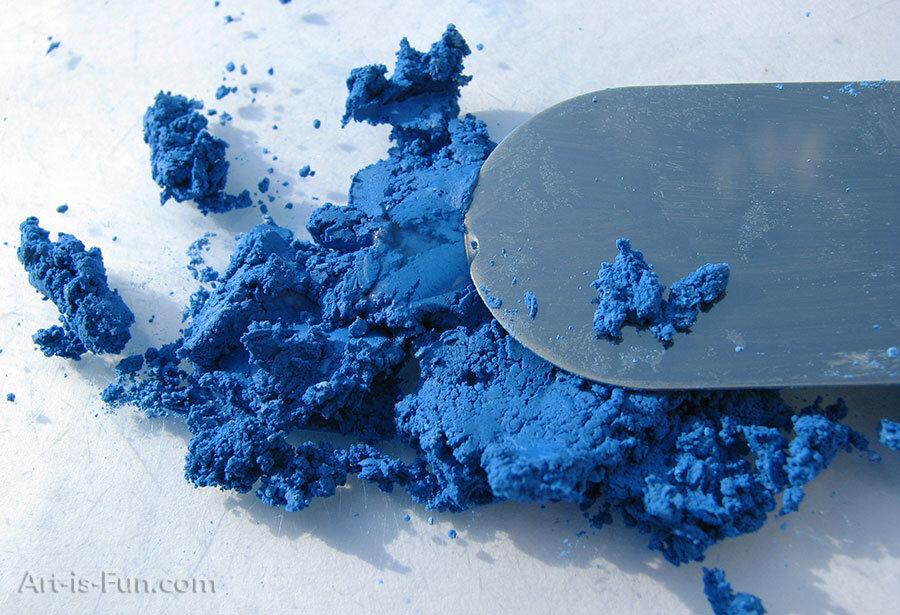 粉彩用蓝色颜料和粘合剂的混合