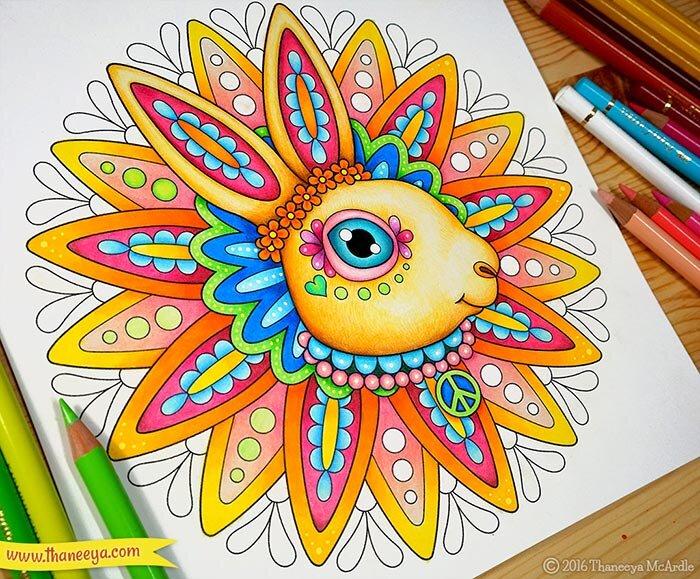 我在我的《嬉皮动物涂色书》的涂色页上使用了油彩铅笔betway必威官网app