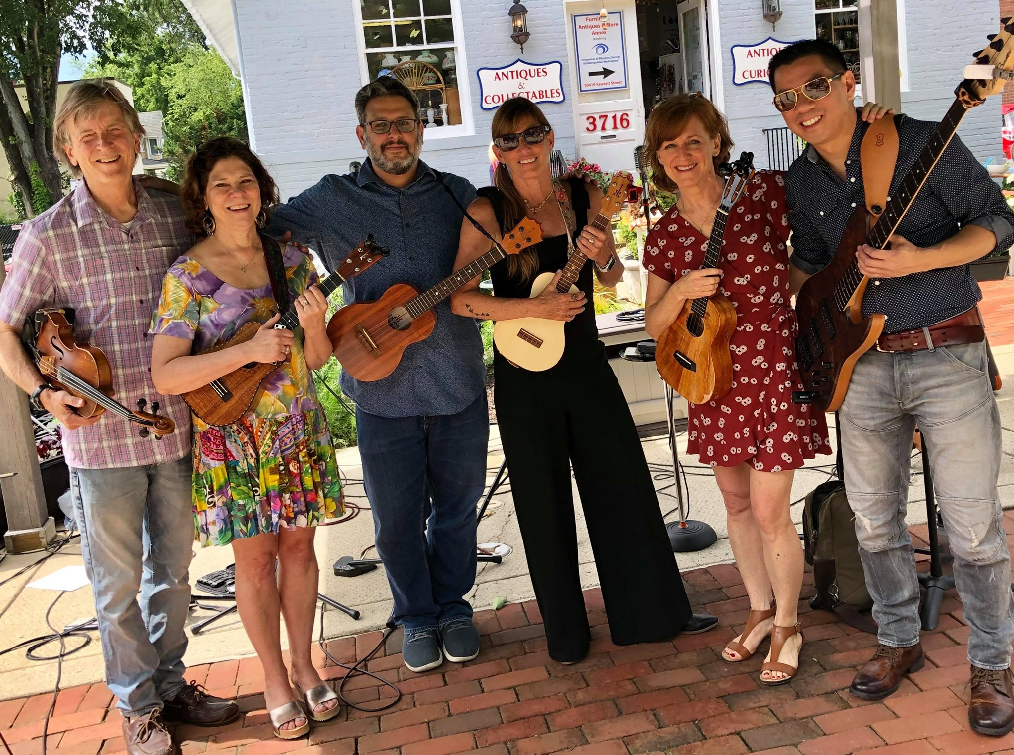 2019-06-15 - Sisters Uke and Friends @ Kensington Farm Market.jpg