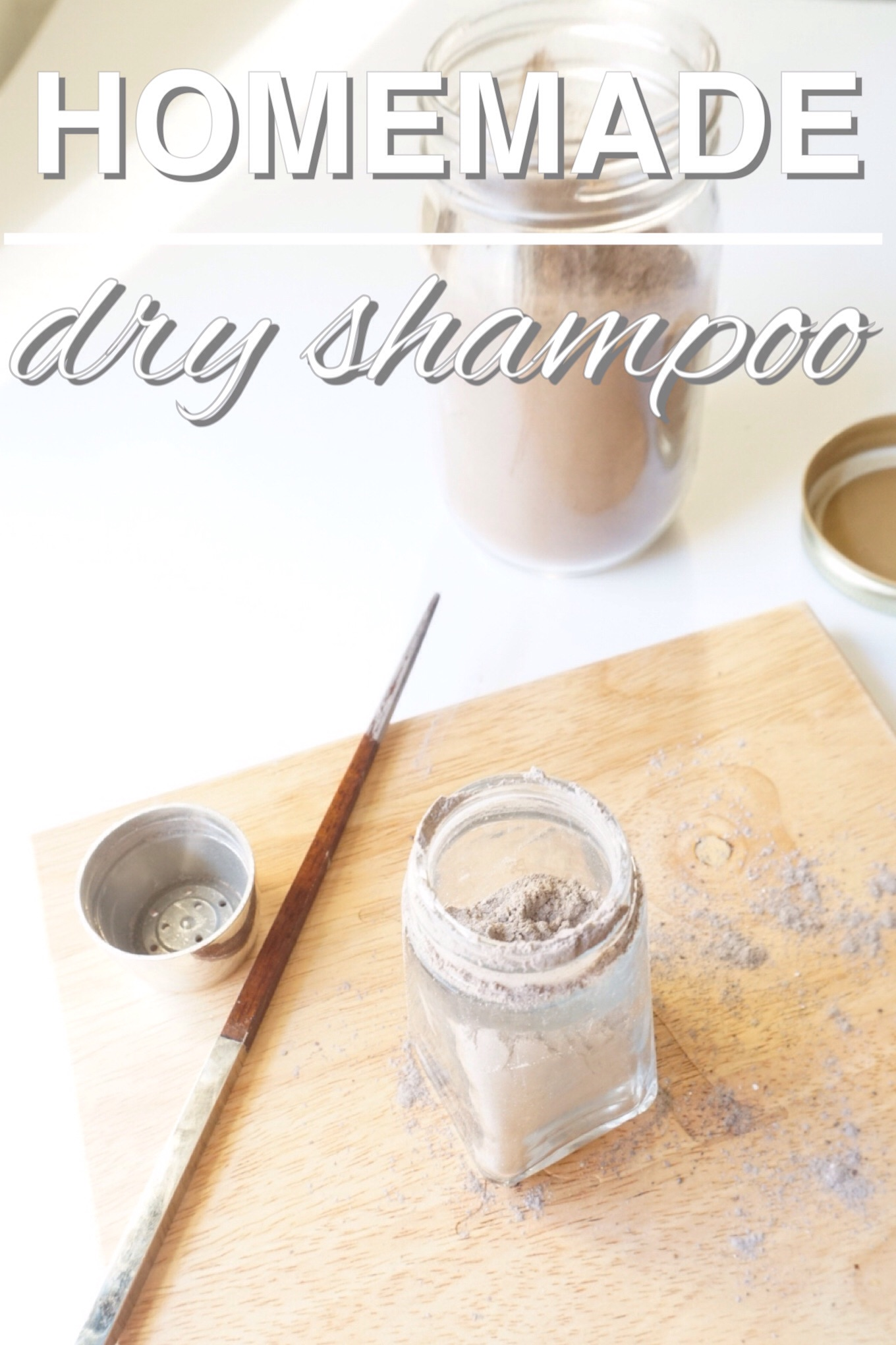Homemade, zero waste dry shampoo to keep your locks looking life like between showers. Try out this new diy with www.goingzerowaste.com