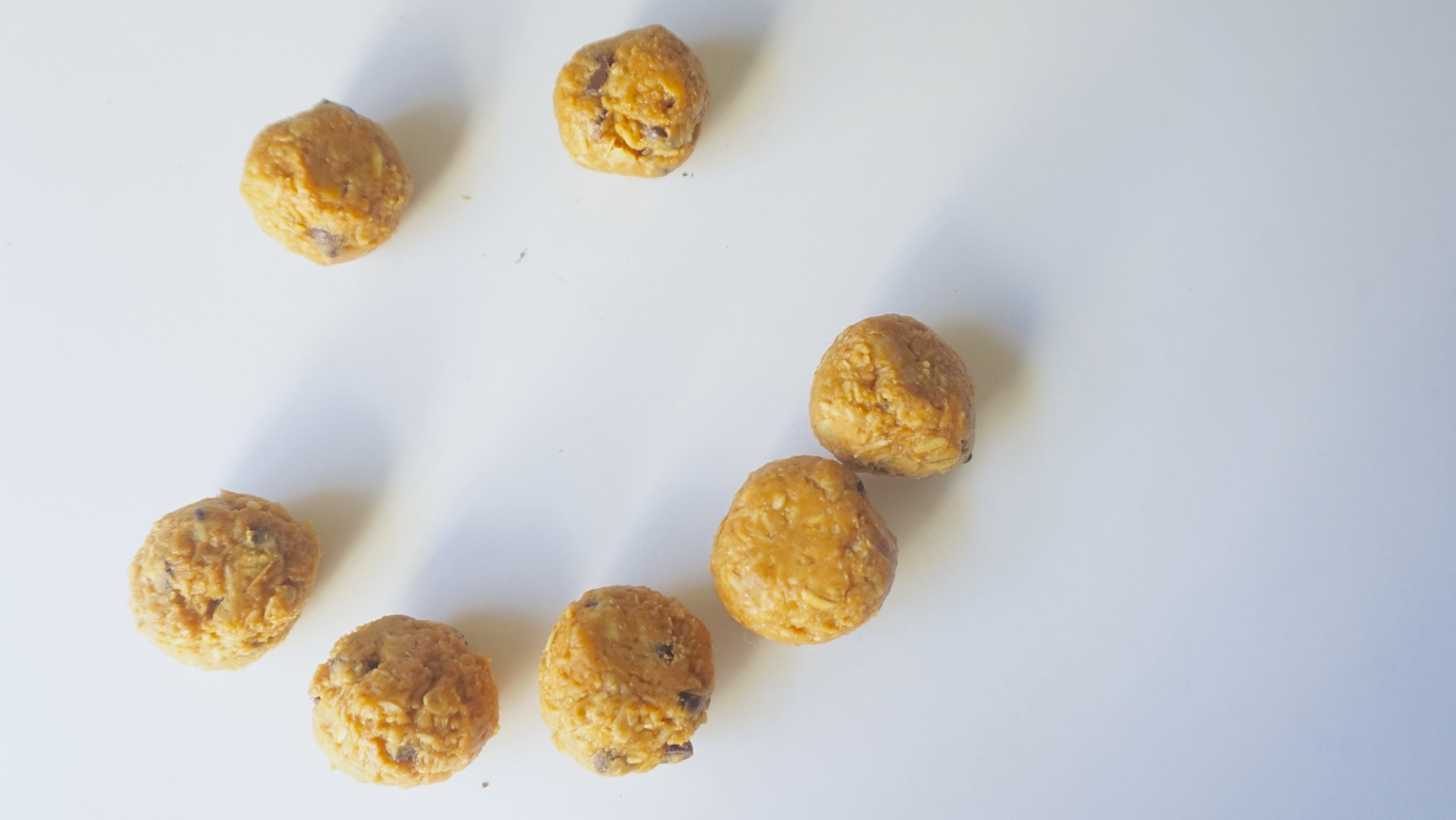 Allergy fighting cookie dough energy bites from www.goingzerowaste.com