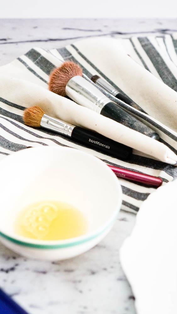 DIY, zero waste makeup brush cleaner from www.goingzerowaste.com