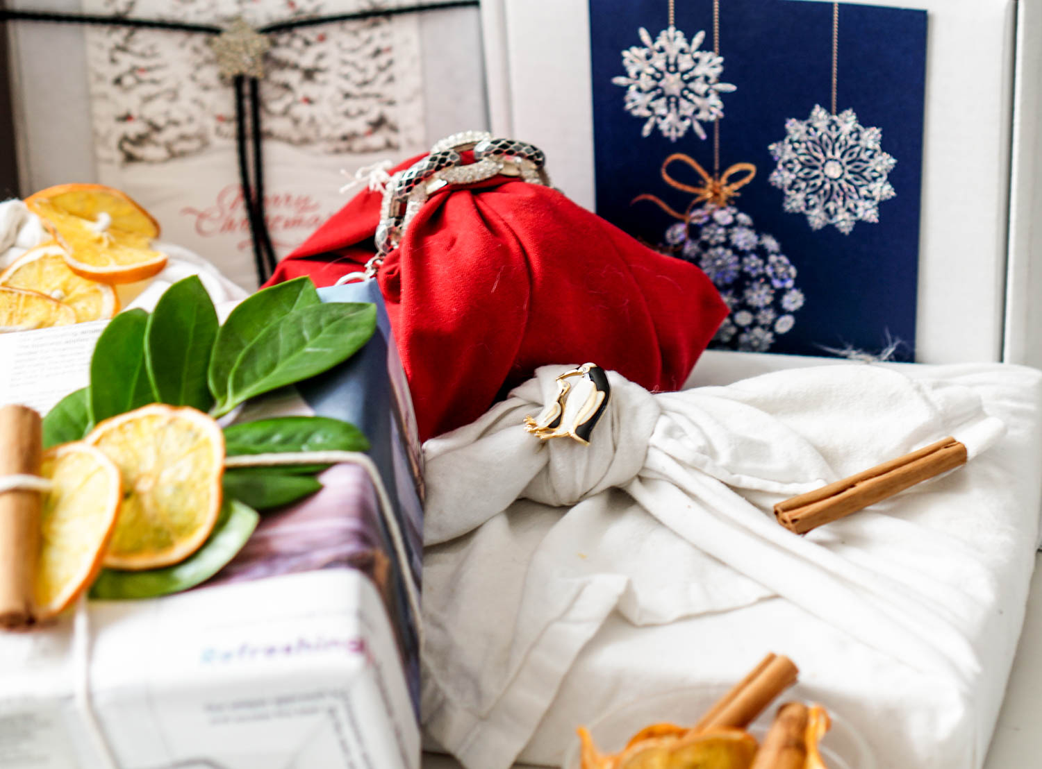 The ultimate guide for wrapping presents the zero waste way from www.goingzerowaste.com #zerowaste