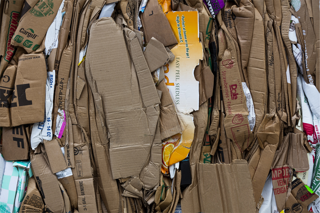 how to recycle paper the right way from www.goingzerowaste.com #zerowaste #recycling
