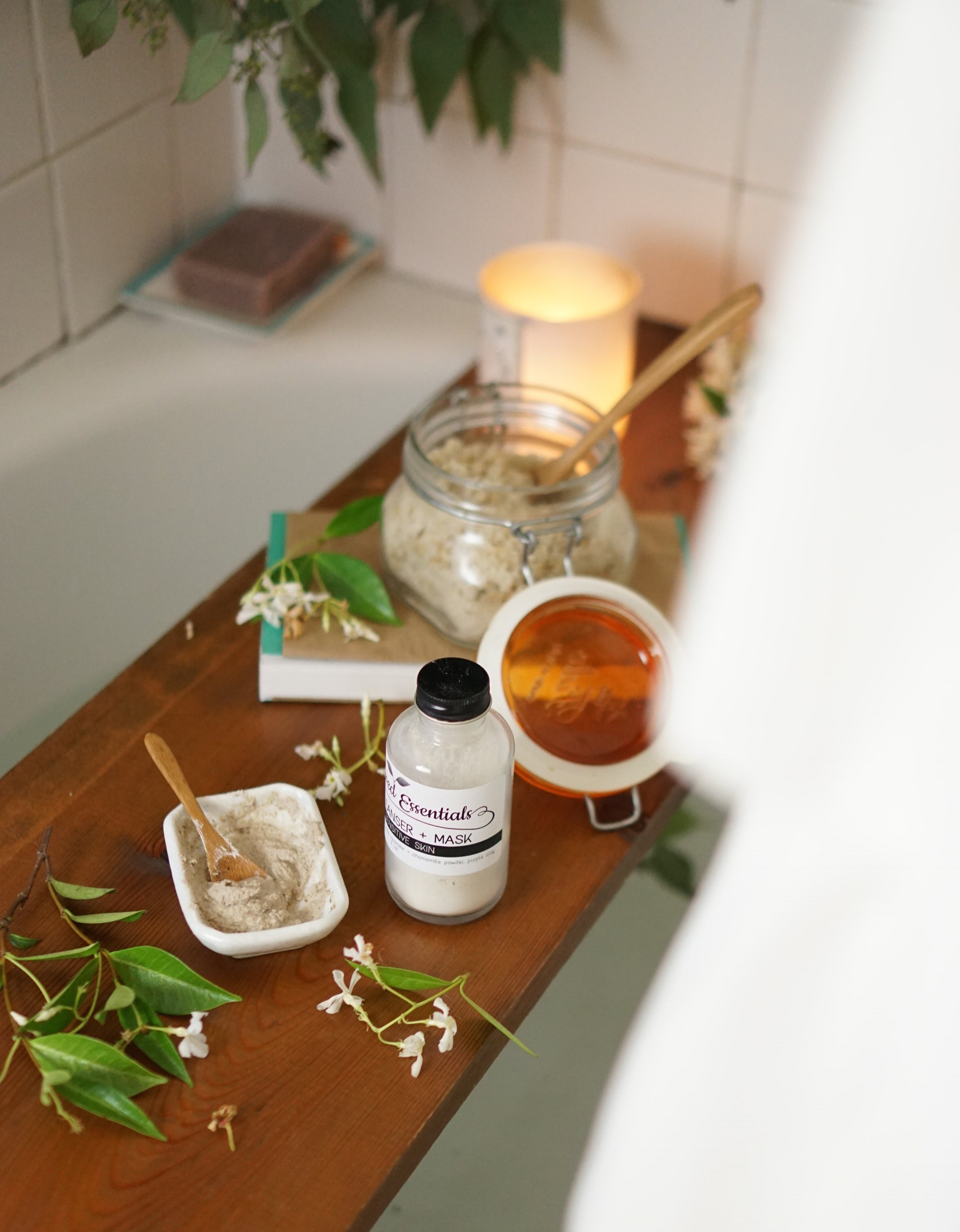 10 Ways to take care of yourself during your period from www.goingzerowaste.com #selfcare #wellness #zerowaste
