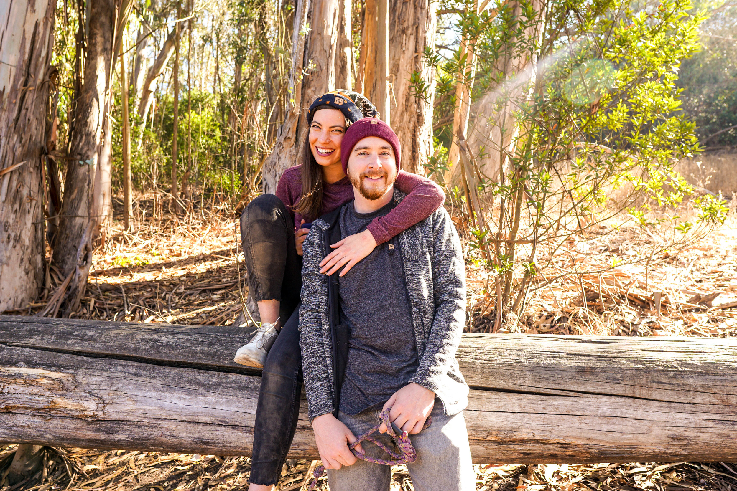 Five fall hiking essentials from www.goingzerowaste.com #hiking #fall #sustainableclothing