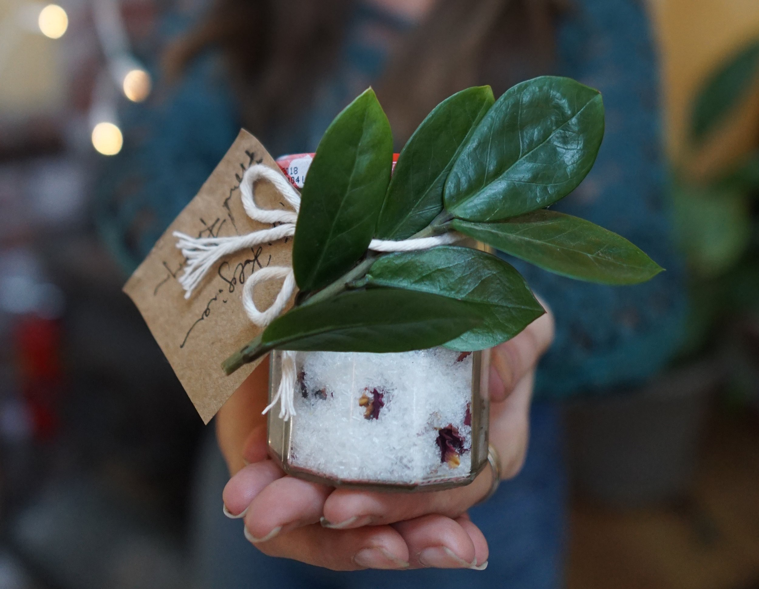 The ultimate guide to an eco friendly and zero waste Christmas from www.goingzerowaste.com #zerowaste #ecofriendly #christmas #holidays