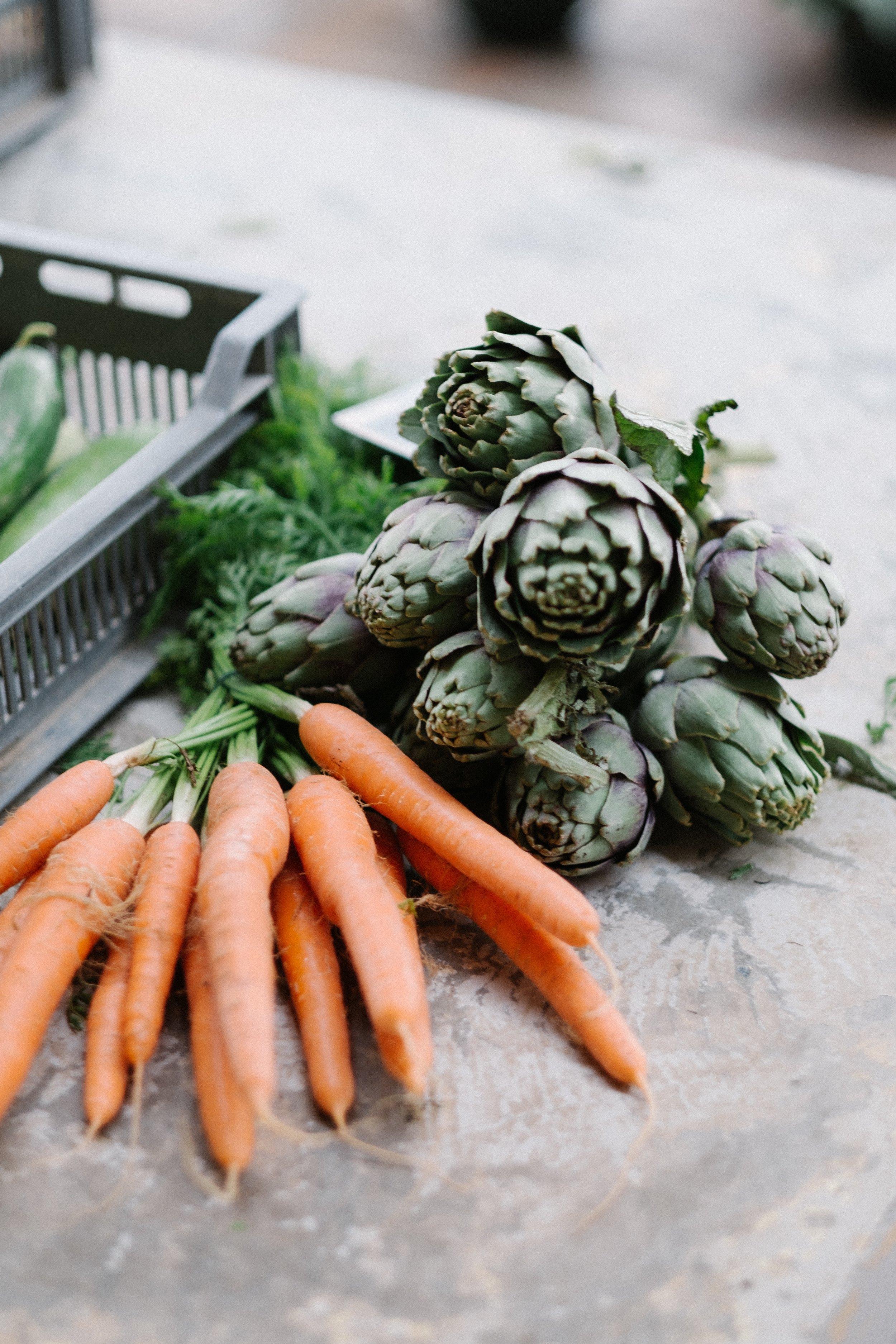 Four farmers market essentials from www.goingzerowaste.com #farmersmarket #zerowaste #groceries