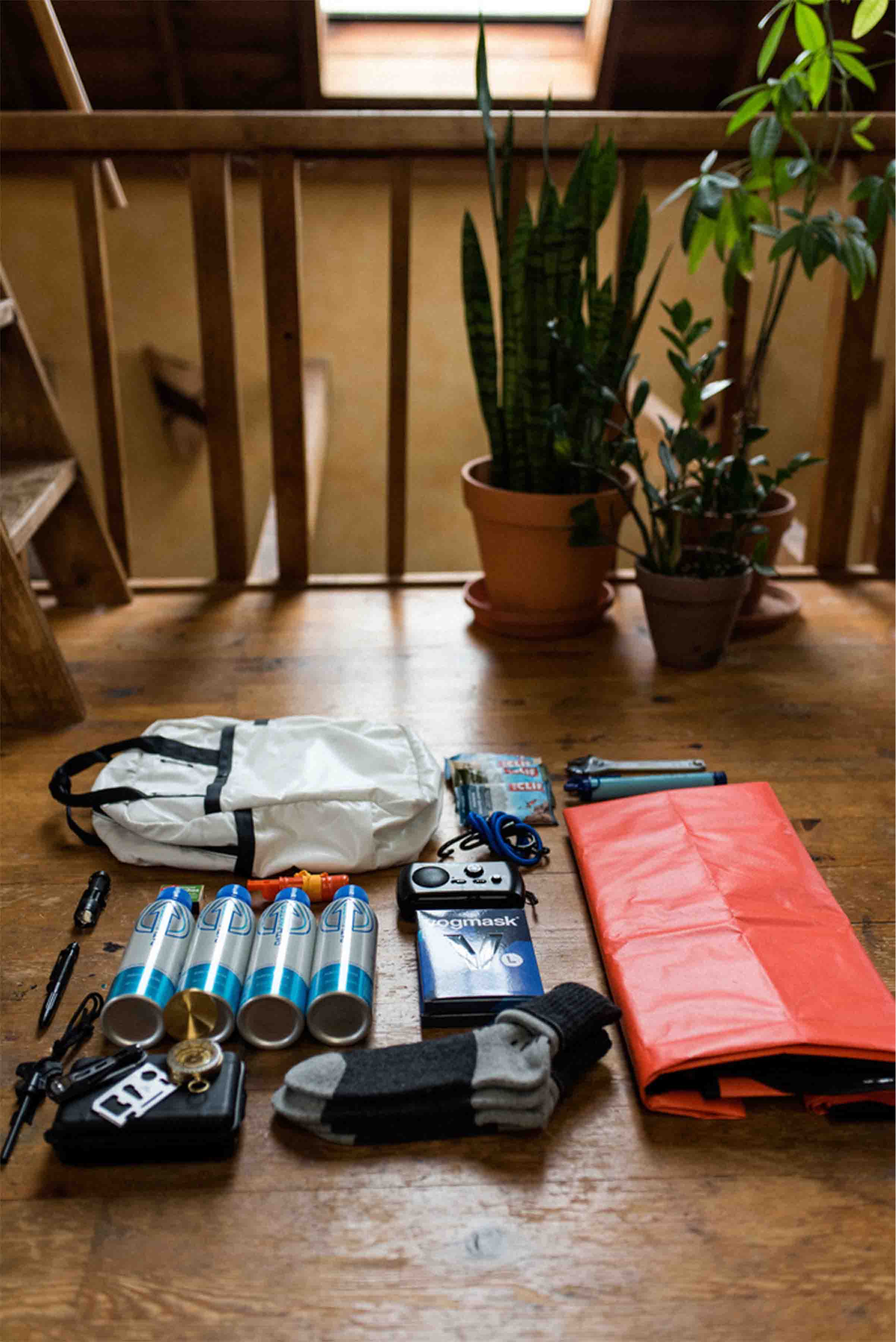 How to build a zer owaste emergency kit from www.goingzerowaste.com #emergencykit #emergency #zerowaste #ecofriendly #beprepared