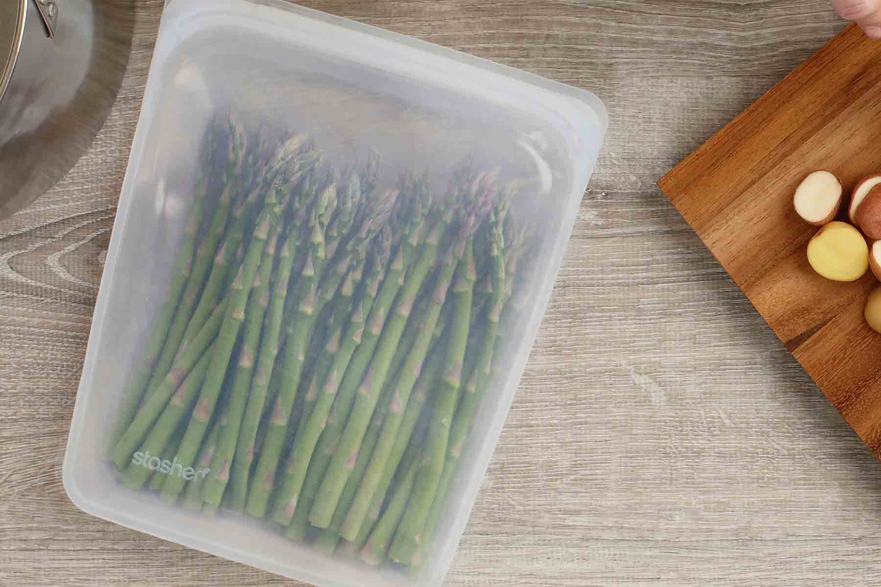 Eco-friendly gifts for Mother's Day from www.goingzerowaste.com #ecofriendly #zerowaste #mothersday #mothersdaygifts