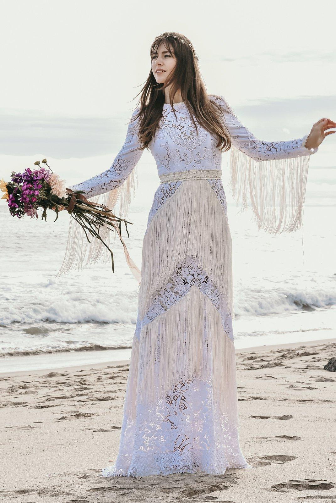 8 Zero waste, eco friendly, ethical wedding dresses from www.goingzerowaste.com #ethical #ecofriendly #zerowaste #weddingdresses #zerowastewedding #ecofriendlywedding #sustainableweddings