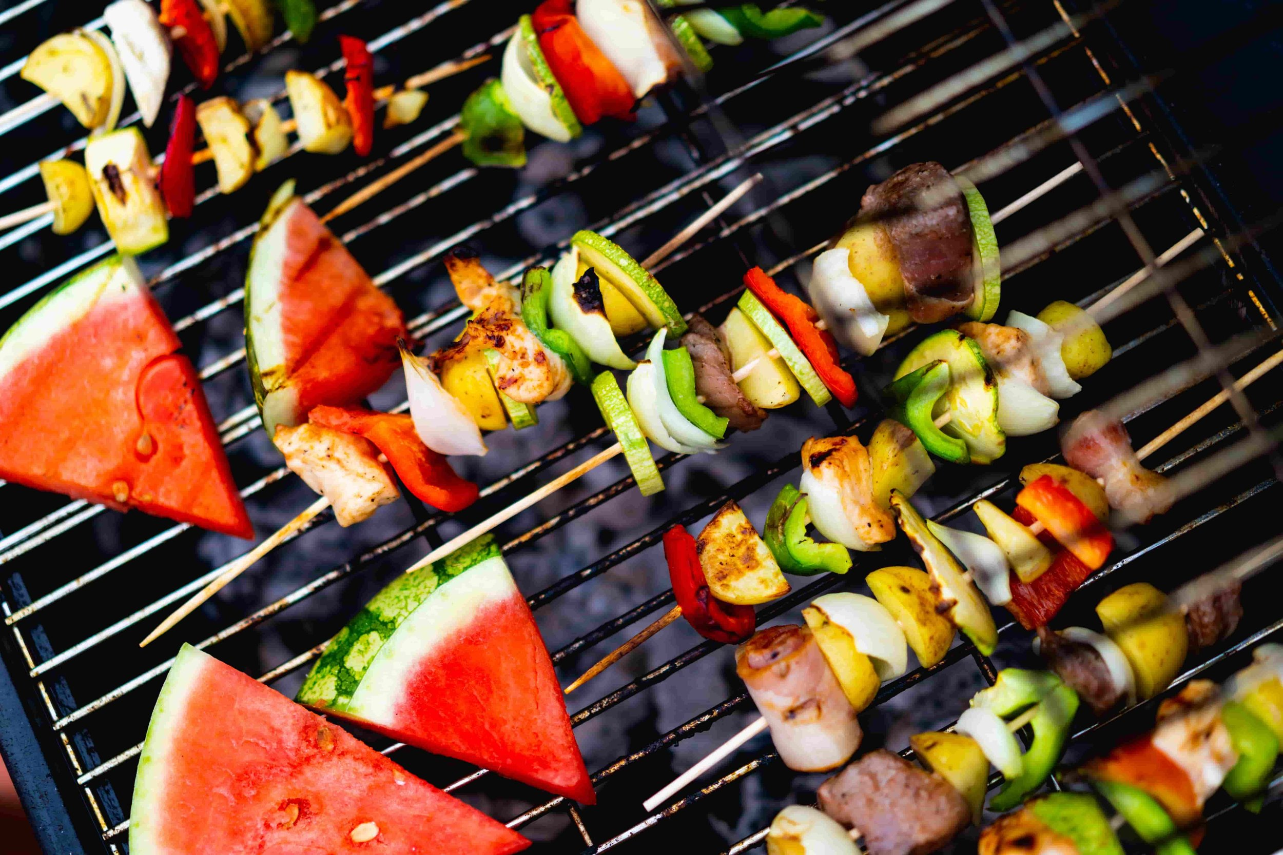 the ultimate guide to a zero waste summer BBQ from www.goingzerowaste.com #zerowaste #ecofriendly #BBQ #cookout #summer #entertaining