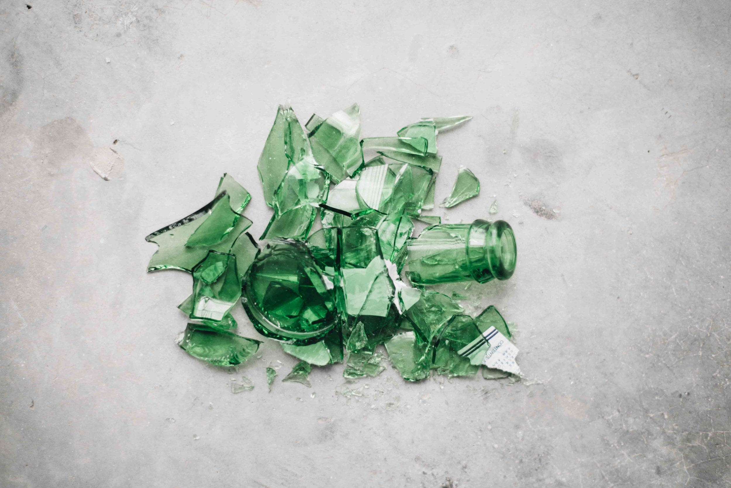 Which is better for the environment? Glass or Plastic? from www.goingzerowaste.com #ecofriendly #sustainable #glass #plastic #recycle #zerowaste