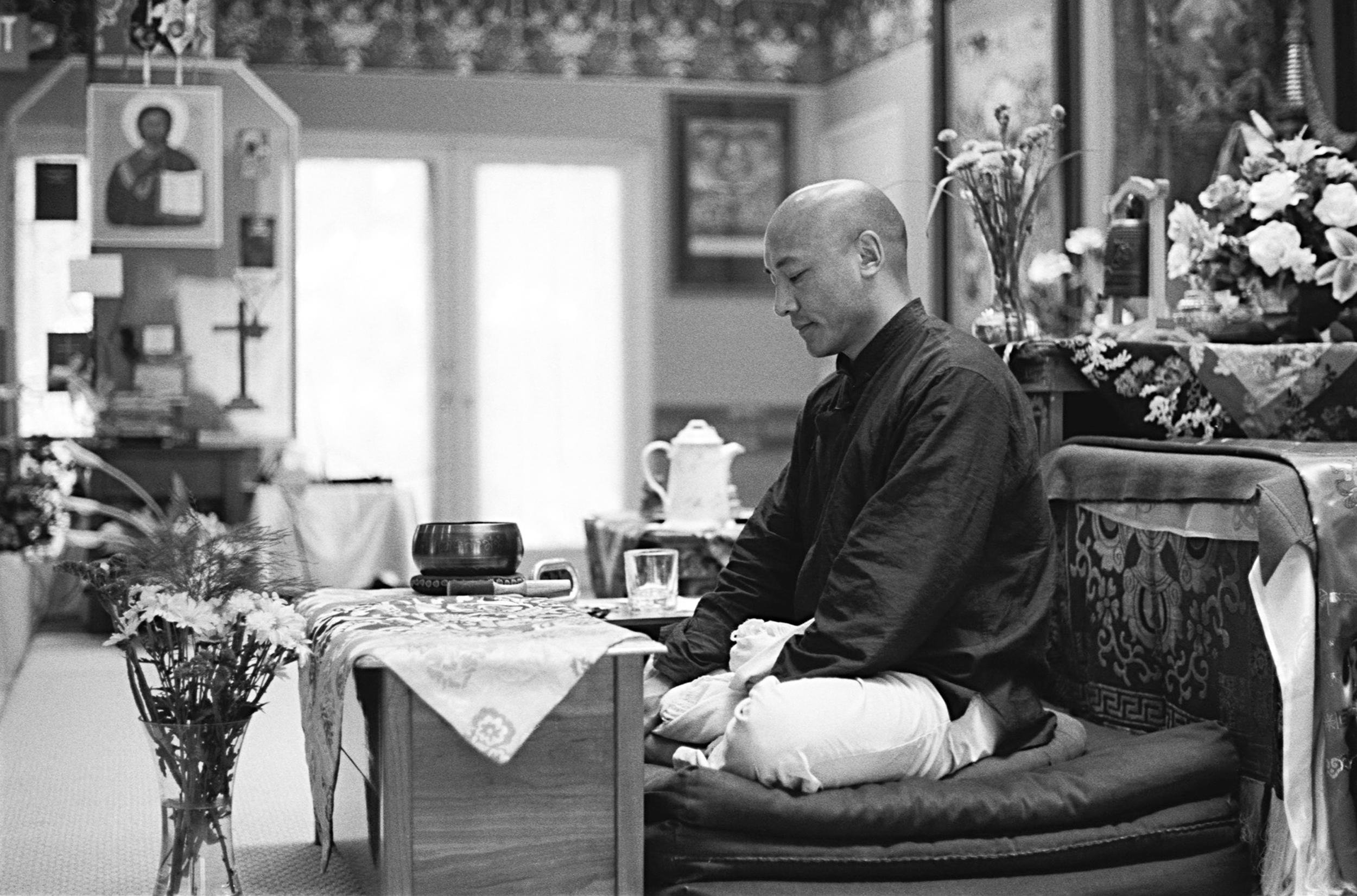 Ven. Anam Thubten Rinpoche in meditation