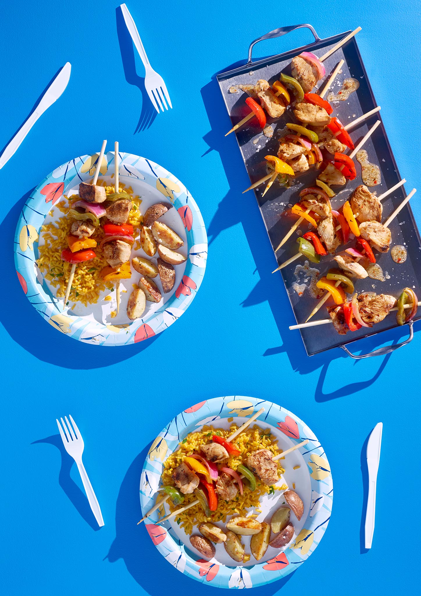 Huhtamaki_Tulips-Plates-White-Cutlery.jpg