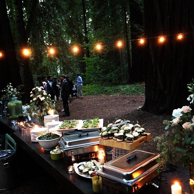 #outlawkitchen #pamplingrovewedding #redwoods #madewithlove #garlicgreenbeans #koreantacos #lambsliders #macandcheese #appetizers #minicupcakes #spinachsalad #bruchetta #capreesekabobs