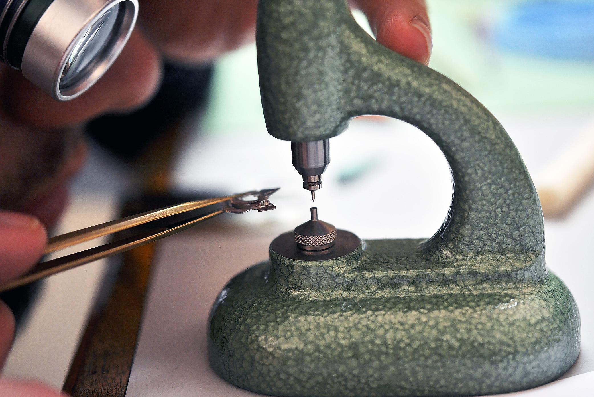 Kris uses his Horia tool to adjust the misaligned jewel