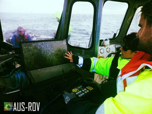 AdelaideAqua Engineer and AUS-ROV Pilot conduct tunnel inspection offshore.