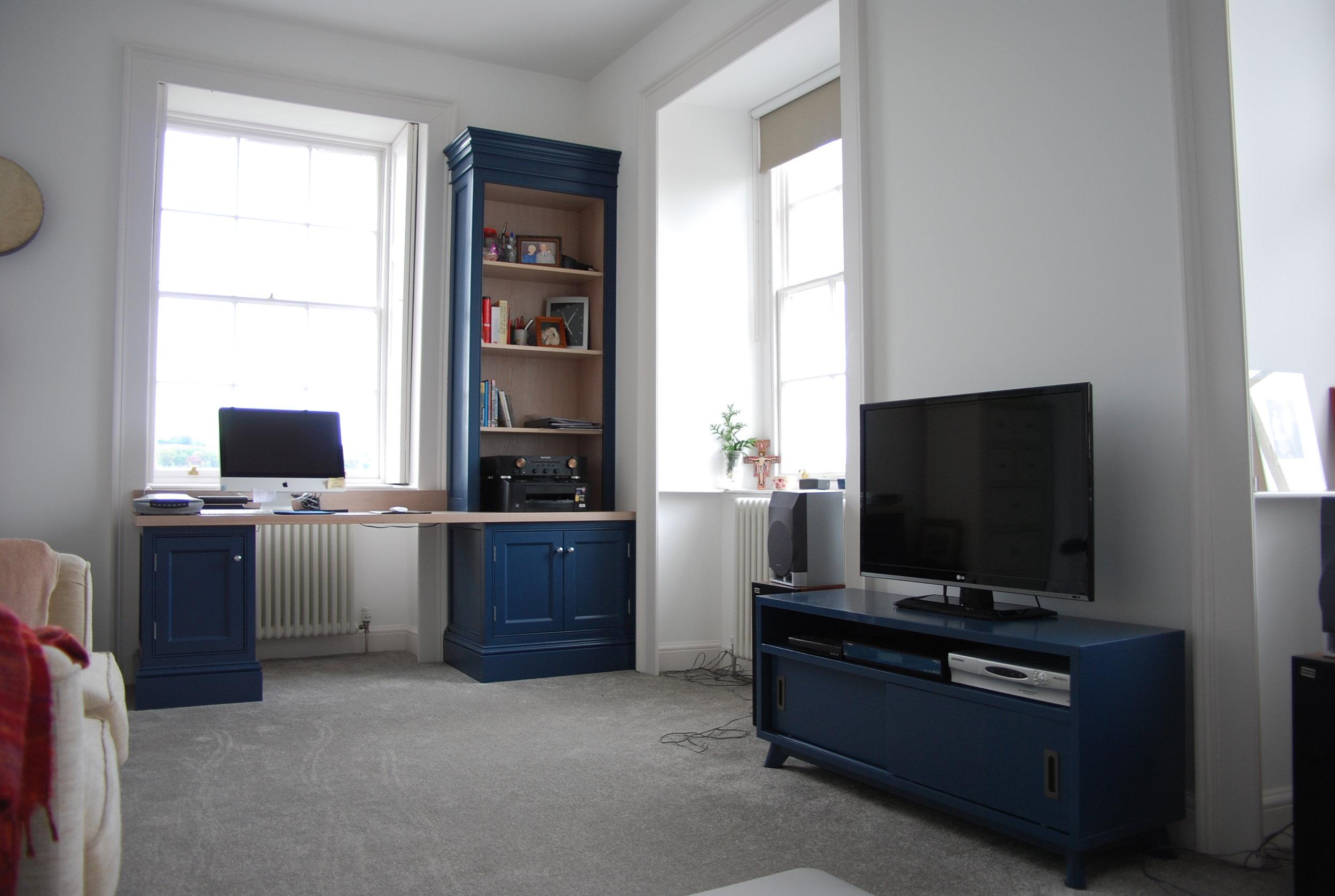 DSC_0951 desk area.jpg