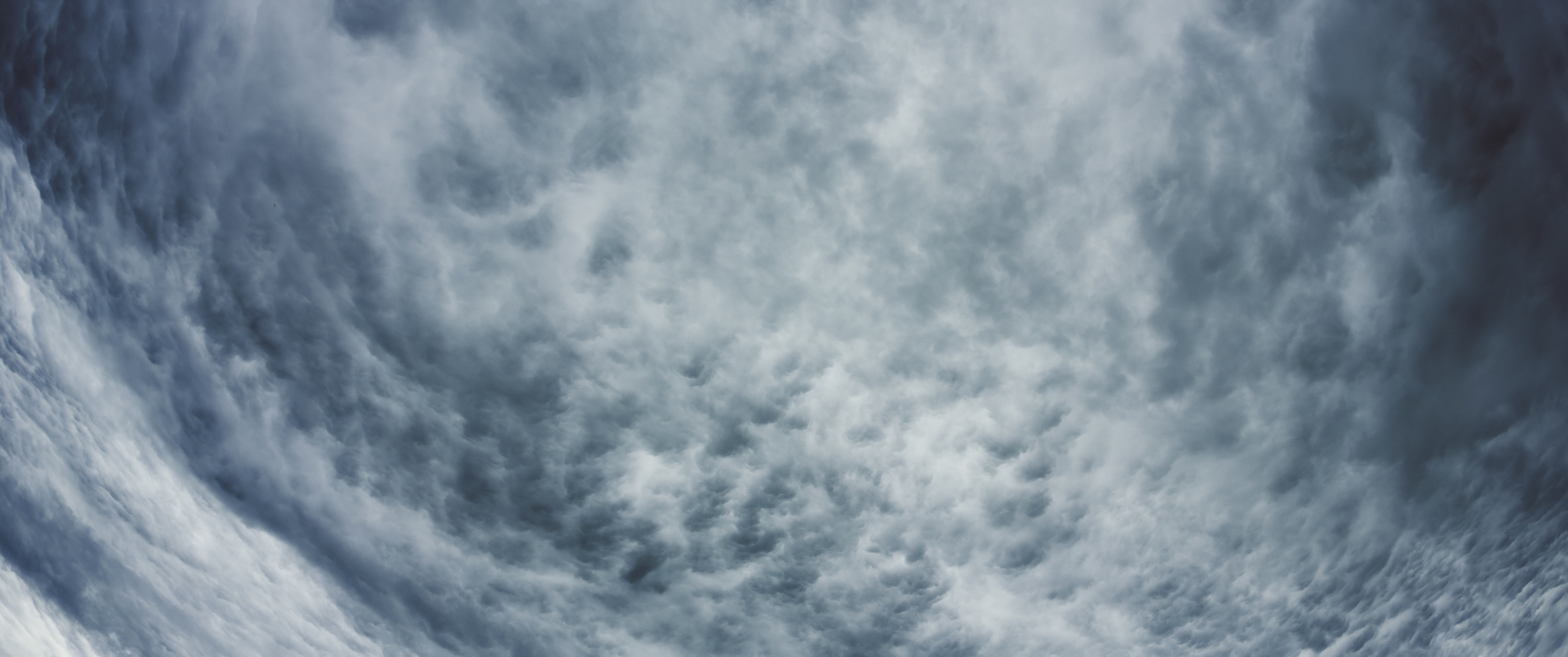 A large layer of cirrocumulus stratiformis.