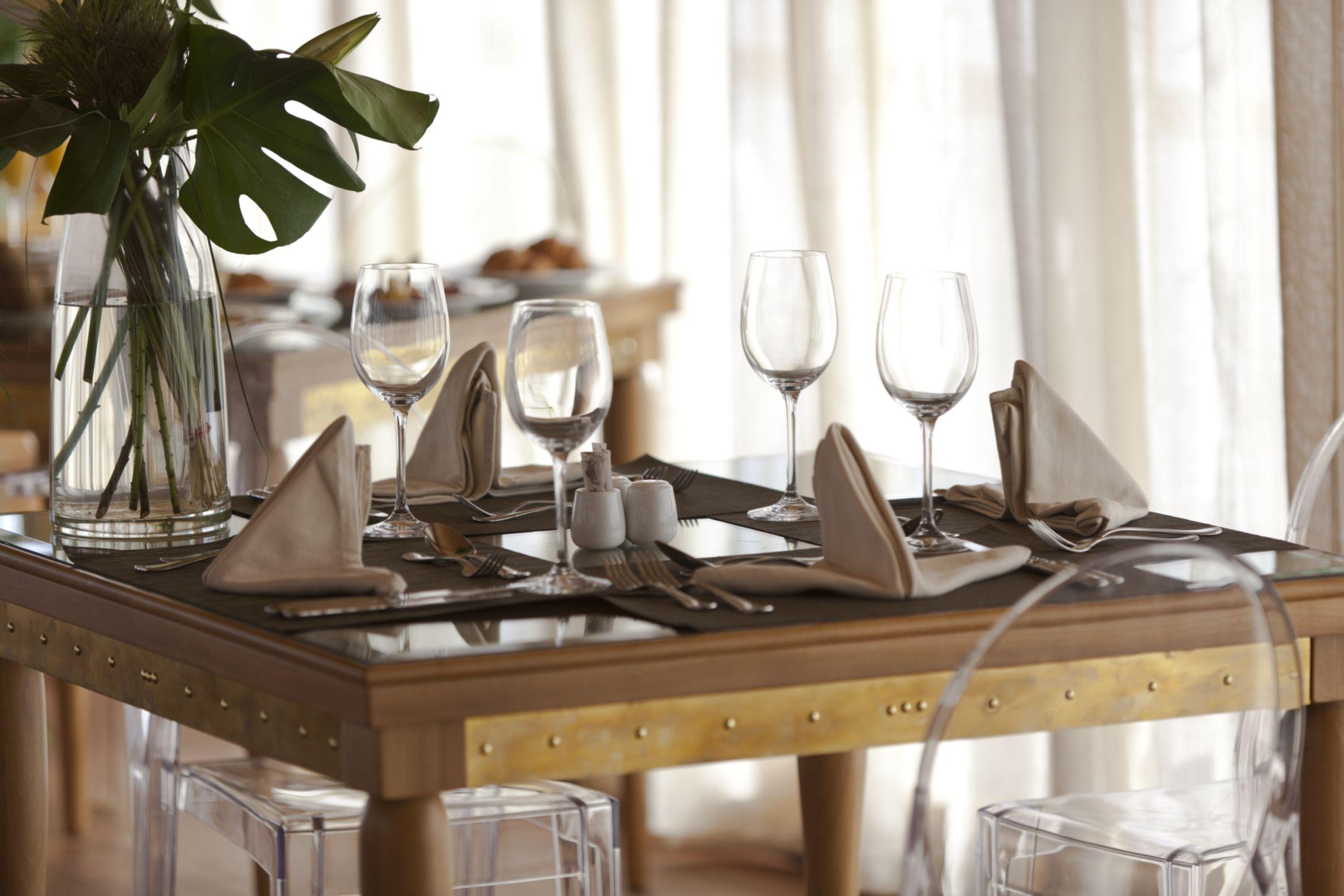 Zoom-Vacatons-luxury-cruise-Egypt-ZeinNileChateau-DINING.jpg