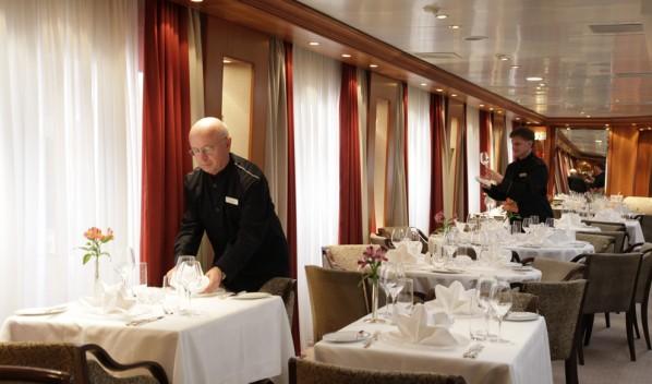 33-Dining-Salon1-598x352.jpg