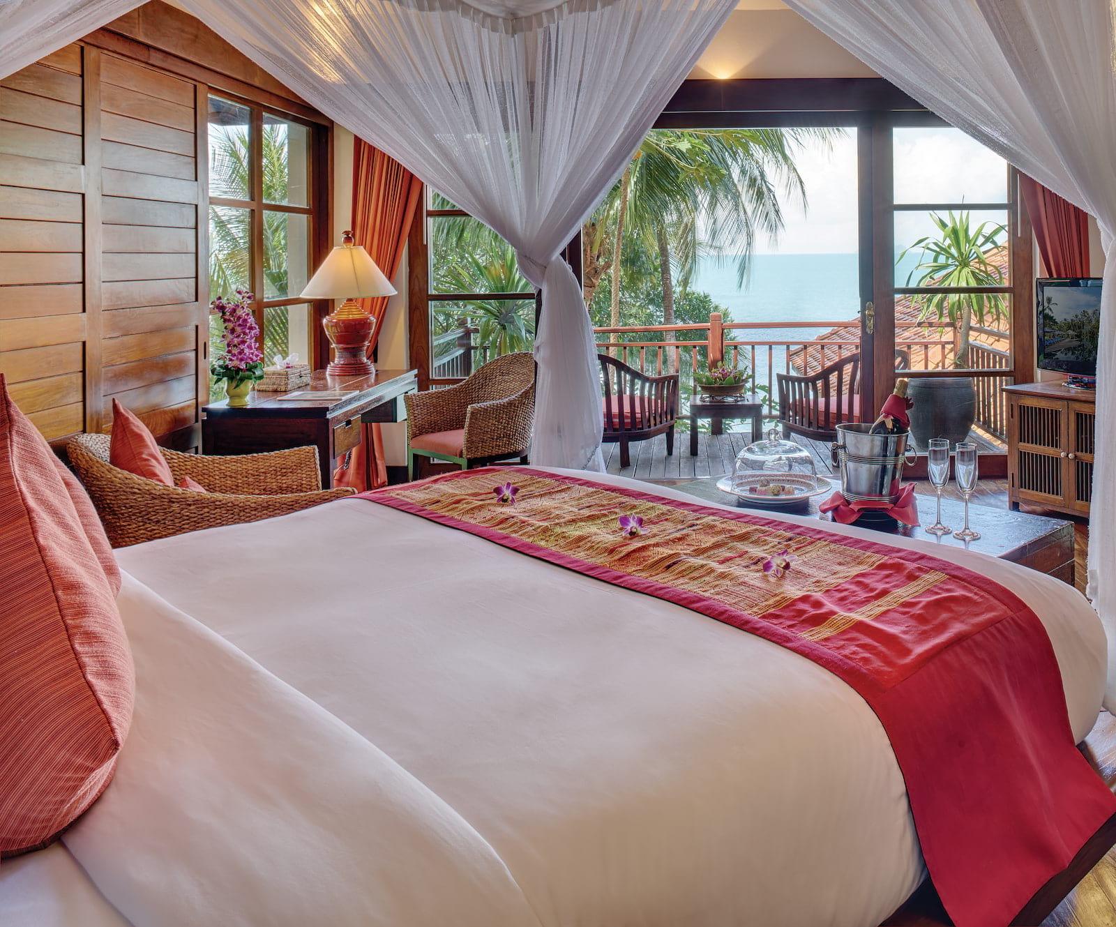 nap-acc-residence-oceanfront-bedroom02_1600x1329.jpg