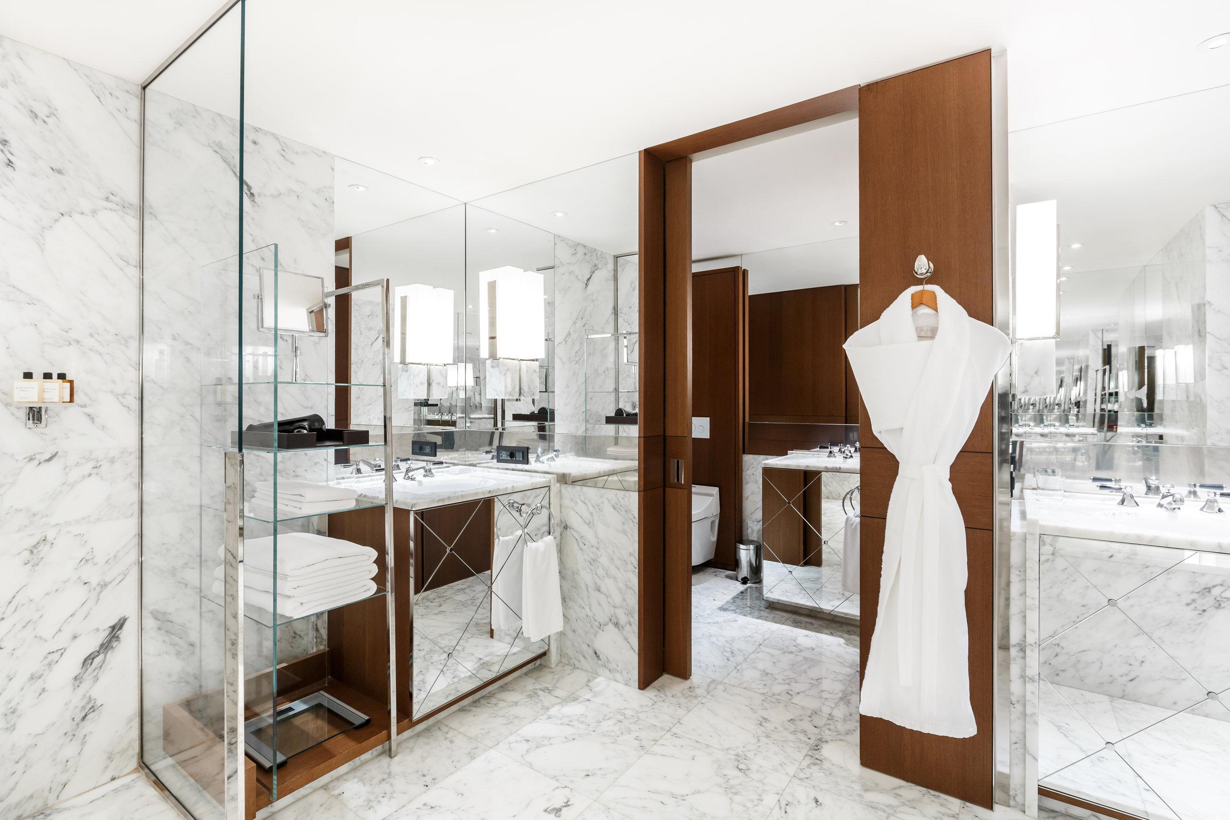Ararat-Park-Hyatt-Moscow-Park-Terrace-Suite-Bathroom-Mirrow.jpg