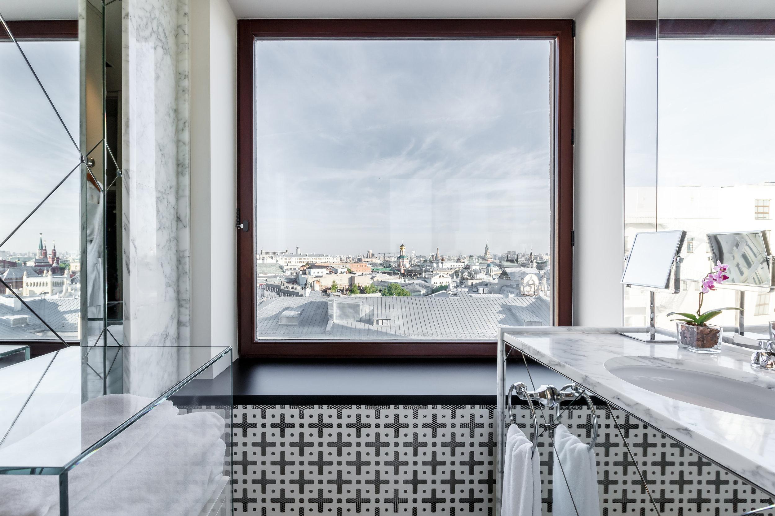 Ararat-Park-Hyatt-Moscow-Penthouse-Suite-Bathroom-Window.jpg