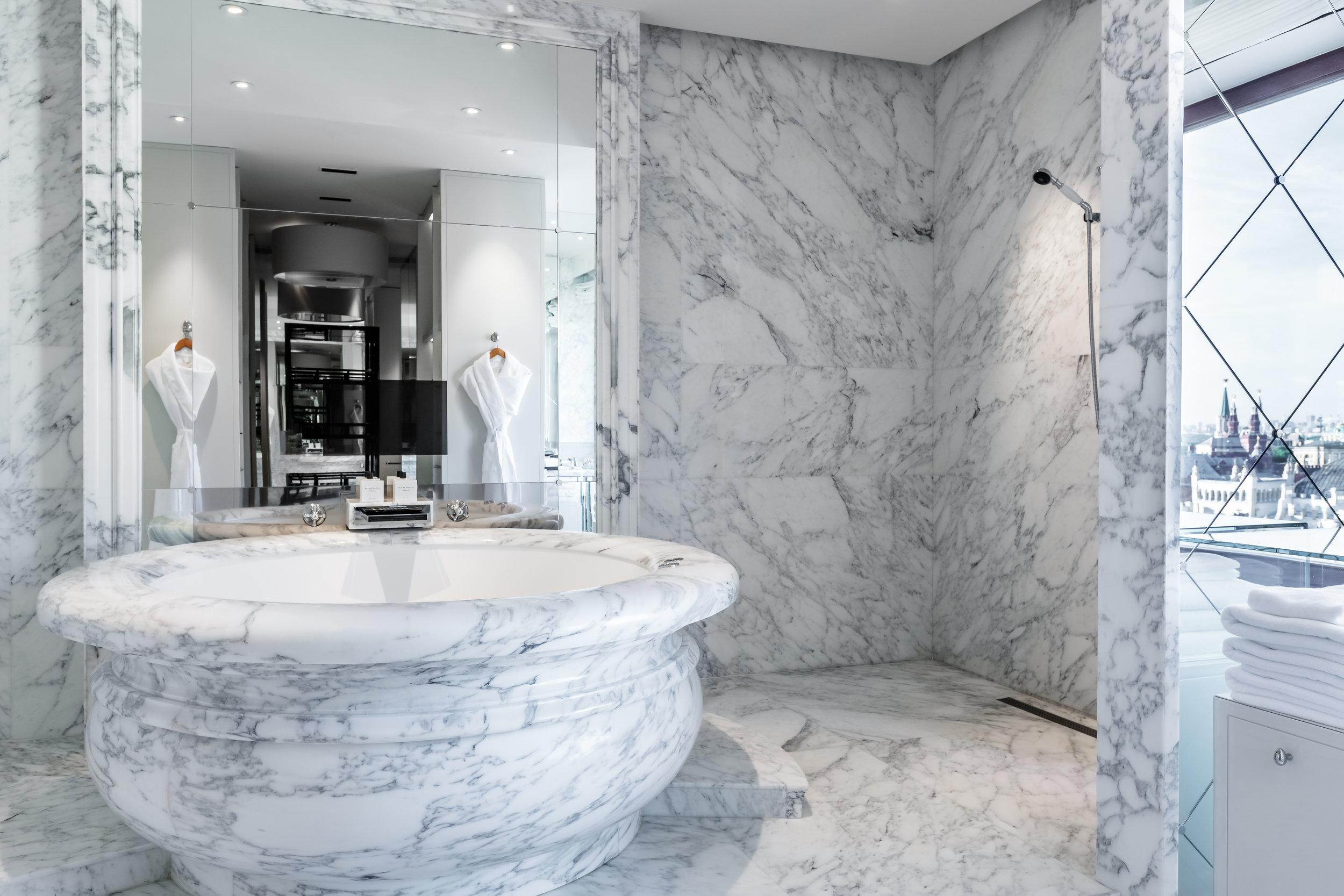 Ararat-Park-Hyatt-Moscow-Penthouse-Suite-Bathroom.jpg